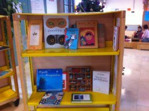 Bancarella di libri acquistabili per Natale