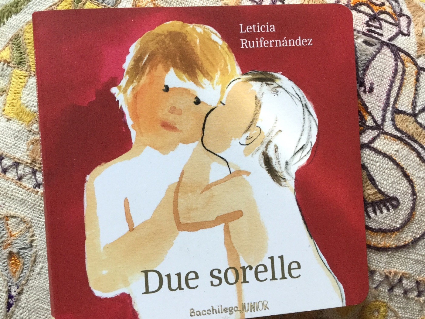Due sorelle | Leticia Ruifernàndez | Bacchilega Junior - Galline Volanti